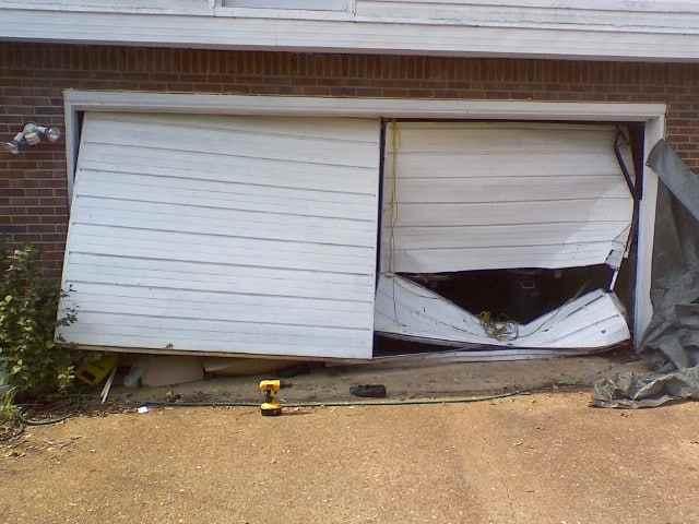 The Common Garage Door Problems and Need To Contact Expert Garage Door Repairmen