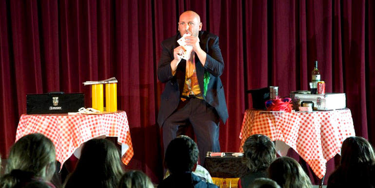 Magic Shows: Put Some Magic Into Your Holiday Gatherings