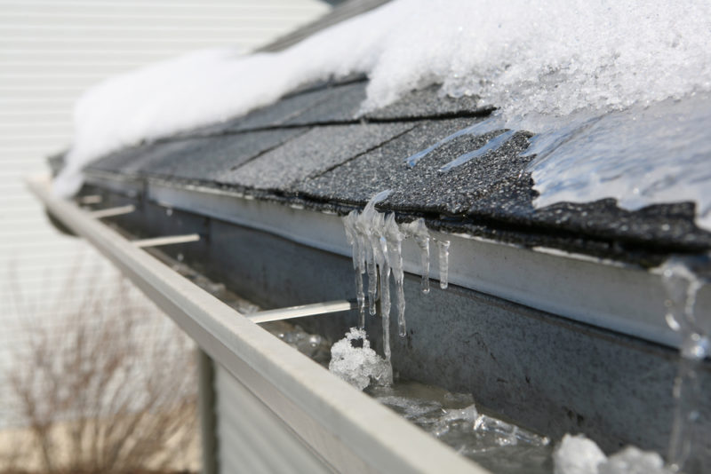 Pros and Cons Of Roof Replacement During Winter