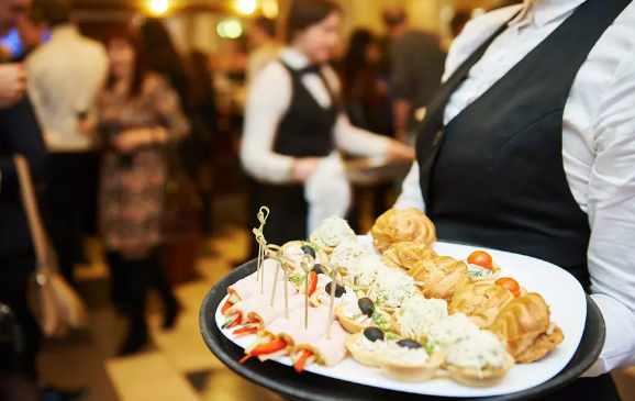 What are The Advantages of Hiring Catering Services For Your Corporate Event