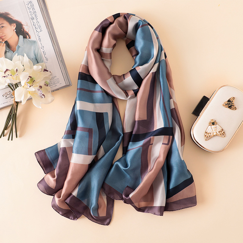 Know How to Wear A Scarf in Luxurious Way