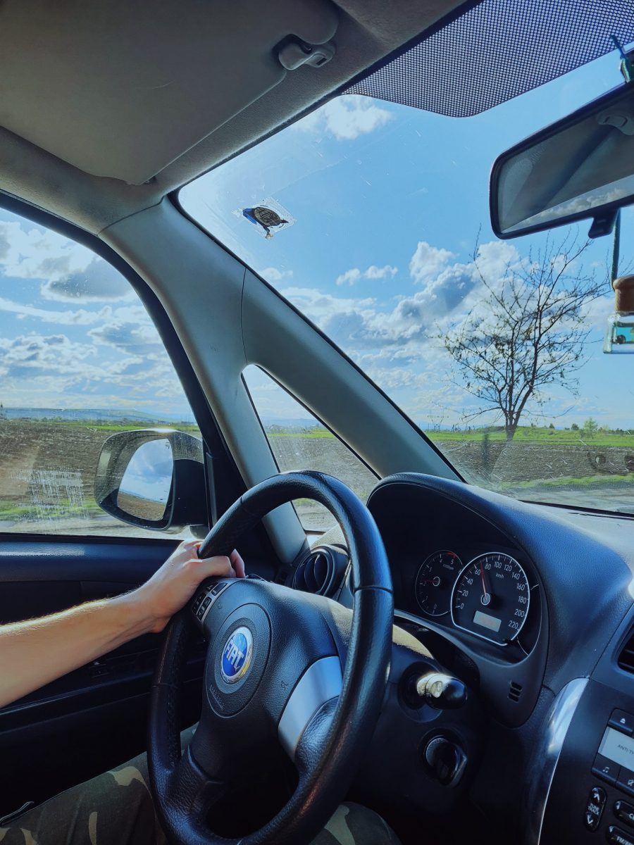 4 Signs Your Car's Windshield Isn't Going to Last Through The Summer