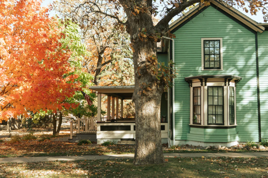 6 Of The Best Home Repairs and Maintenance Tasks to Take Care Of This Fall