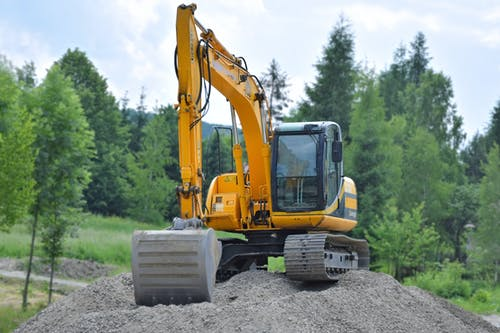 5 Of The Best Machines to Use For Landscaping