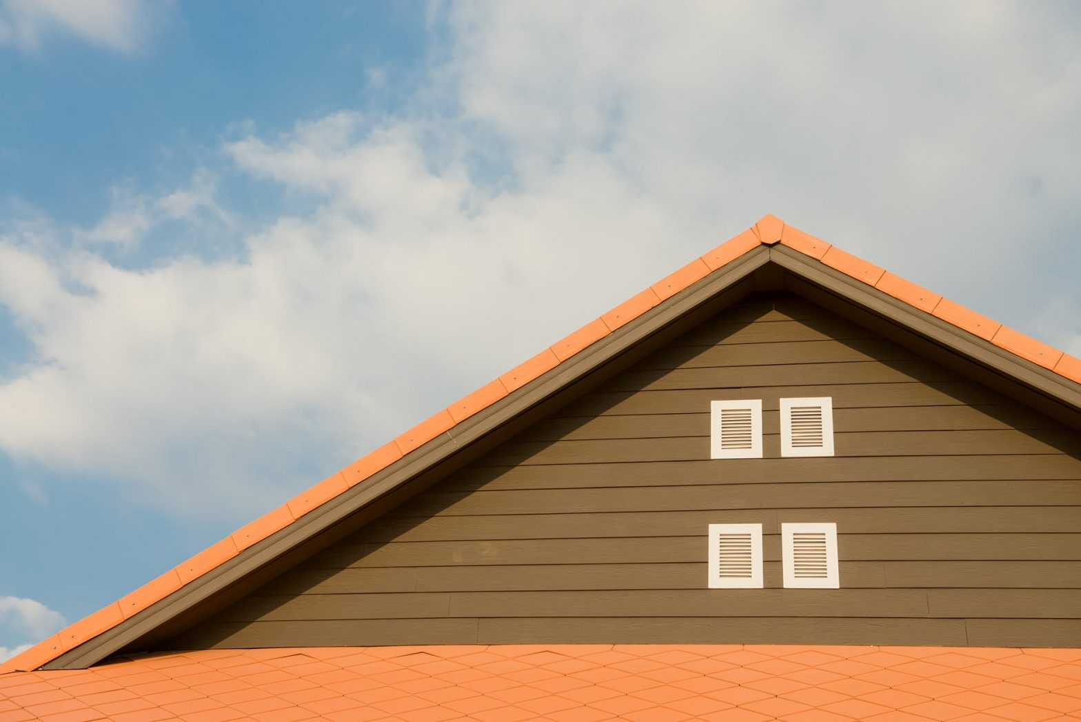 When to Know It's Time to Replace The Roof On Your Home